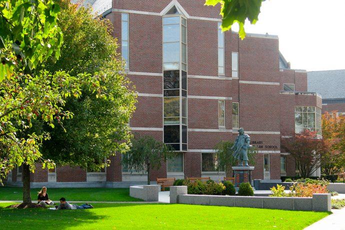 campus_statue