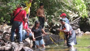 Mapuche citizens learning how to measure water flows
